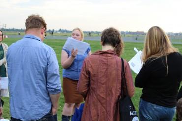 all das bekannte fleisch – Simone Kornappel bespricht das Tempelhofer Feld und erschafft ein Kunstwerk im Augenblick
