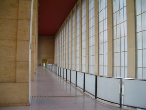 FlughafenTempelhof_GebaeudeInnen1_FotoGretchensFrage_CC-BY-NC-SA20