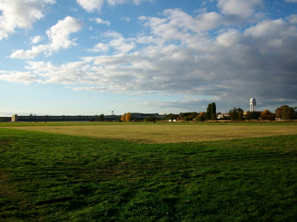 Tempelhofer Feld? – Stellungnahme des Rates für Stadtentwicklung zum geplanten Neubau der ZLB
